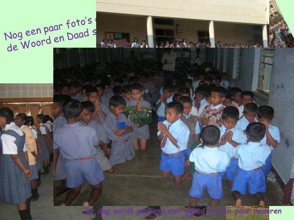 Nog een paar foto's gemaakt op de Woord en Daad school De dag wordt geopend met gebed en een paar liederen