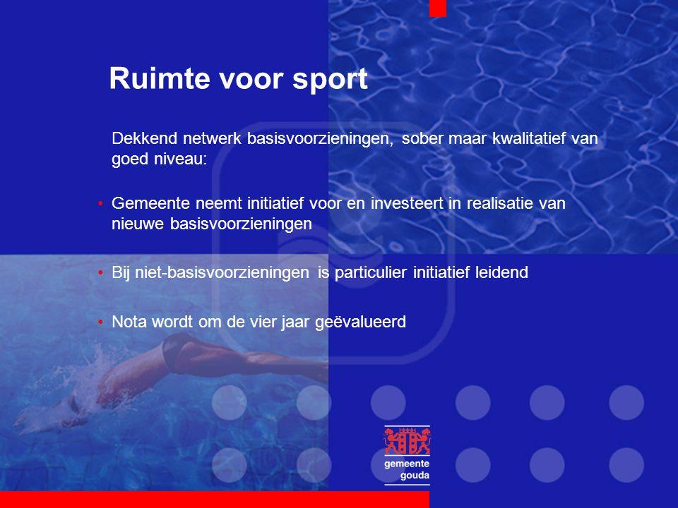 Ruimte voor sport Dekkend netwerk basisvoorzieningen, sober maar kwalitatief van goed niveau: Gemeente neemt initiatief voor en investeert in realisat