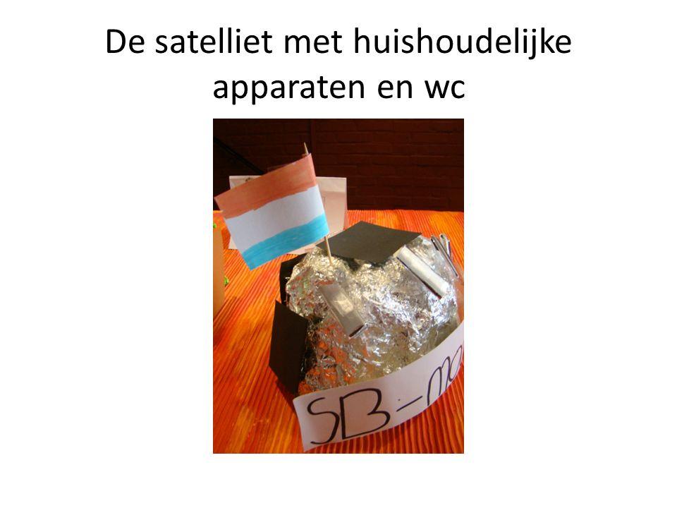 De satelliet met huishoudelijke apparaten en wc