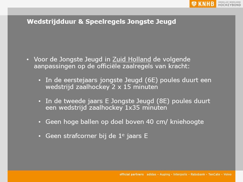 Wedstrijdduur & Speelregels Jongste Jeugd Voor de Jongste Jeugd in Zuid Holland de volgende aanpassingen op de officiële zaalregels van kracht: In de eerstejaars jongste Jeugd (6E) poules duurt een wedstrijd zaalhockey 2 x 15 minuten In de tweede jaars E Jongste Jeugd (8E) poules duurt een wedstrijd zaalhockey 1x35 minuten Geen hoge ballen op doel boven 40 cm/ kniehoogte Geen strafcorner bij de 1 e jaars E