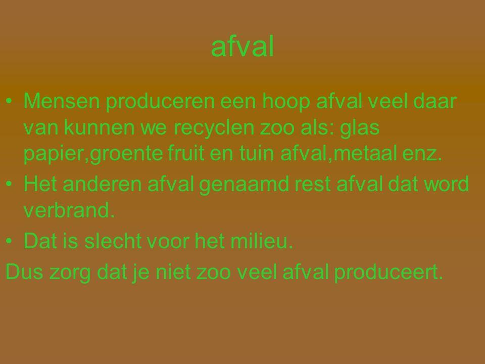 afval Mensen produceren een hoop afval veel daar van kunnen we recyclen zoo als: glas papier,groente fruit en tuin afval,metaal enz.
