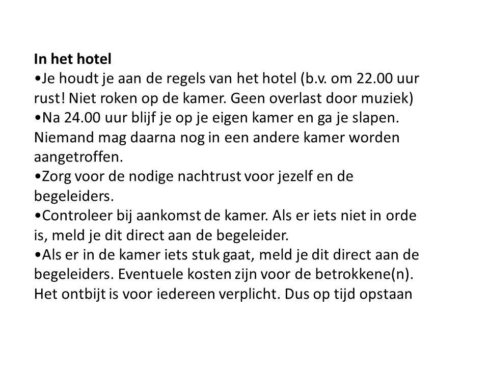 In het hotel Je houdt je aan de regels van het hotel (b.v.