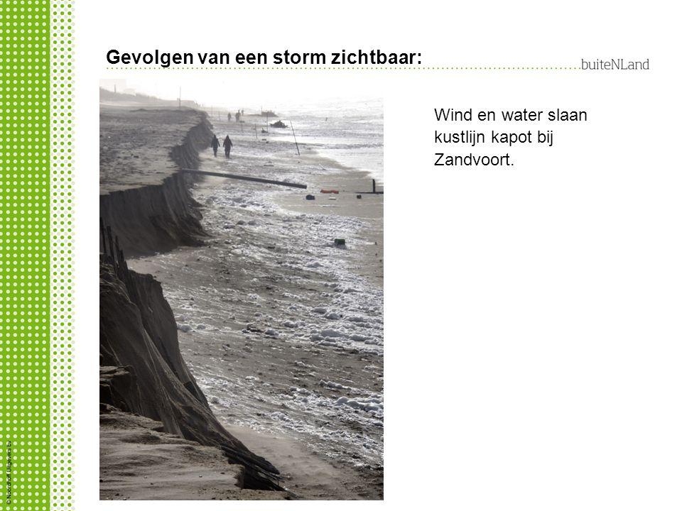 Gevolgen van een storm zichtbaar: Wind en water slaan kustlijn kapot bij Zandvoort.