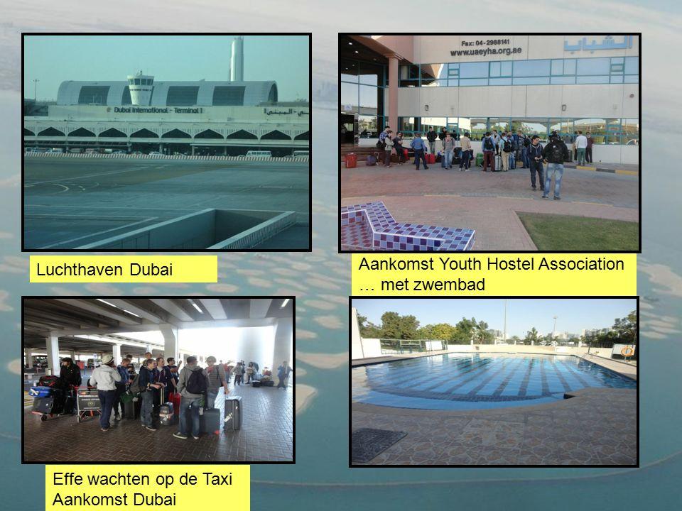 Luchthaven Dubai Aankomst Youth Hostel Association … met zwembad Effe wachten op de Taxi Aankomst Dubai