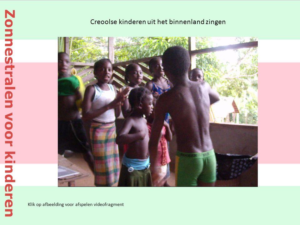 Klik op afbeelding voor afspelen videofragment Creoolse kinderen uit het binnenland zingen Zonnestralen voor kinderen