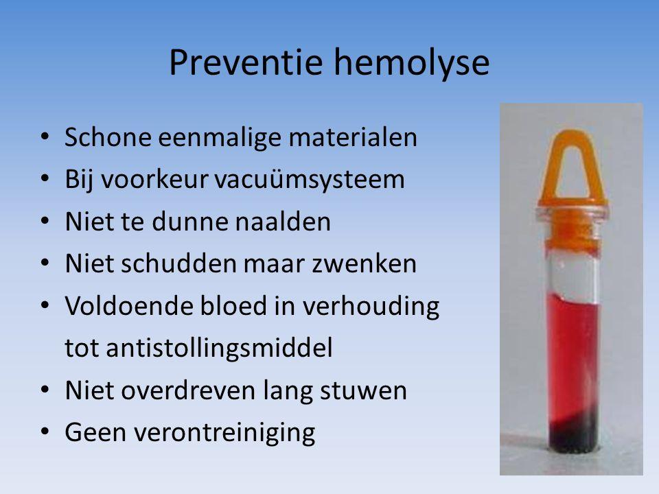 Preventie hemolyse Schone eenmalige materialen Bij voorkeur vacuümsysteem Niet te dunne naalden Niet schudden maar zwenken Voldoende bloed in verhoudi