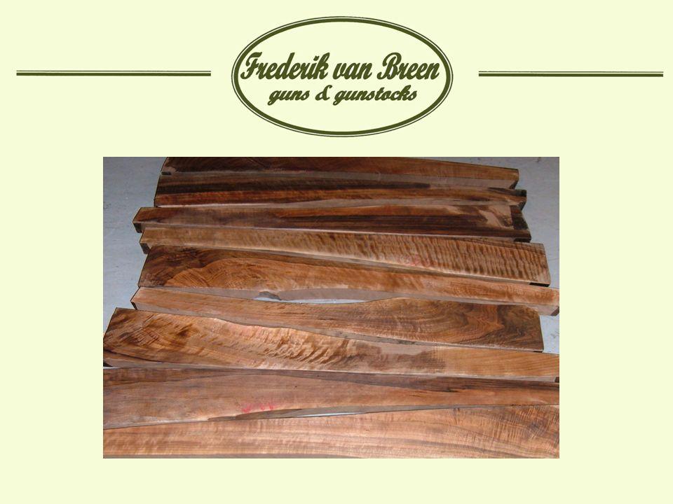 Afwerking met olie: Voordeel olie is dat het een zeer mooie en diepe kleur geeft aan het hout.