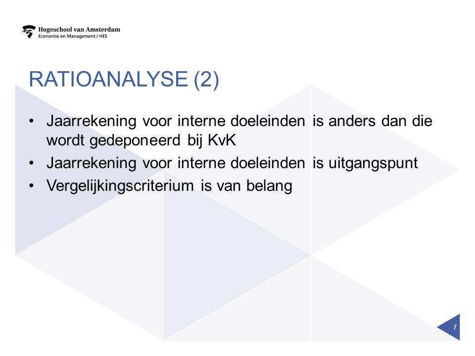 RATIOANALYSE (2) Jaarrekening voor interne doeleinden is anders dan die wordt gedeponeerd bij KvK Jaarrekening voor interne doeleinden is uitgangspunt Vergelijkingscriterium is van belang 7