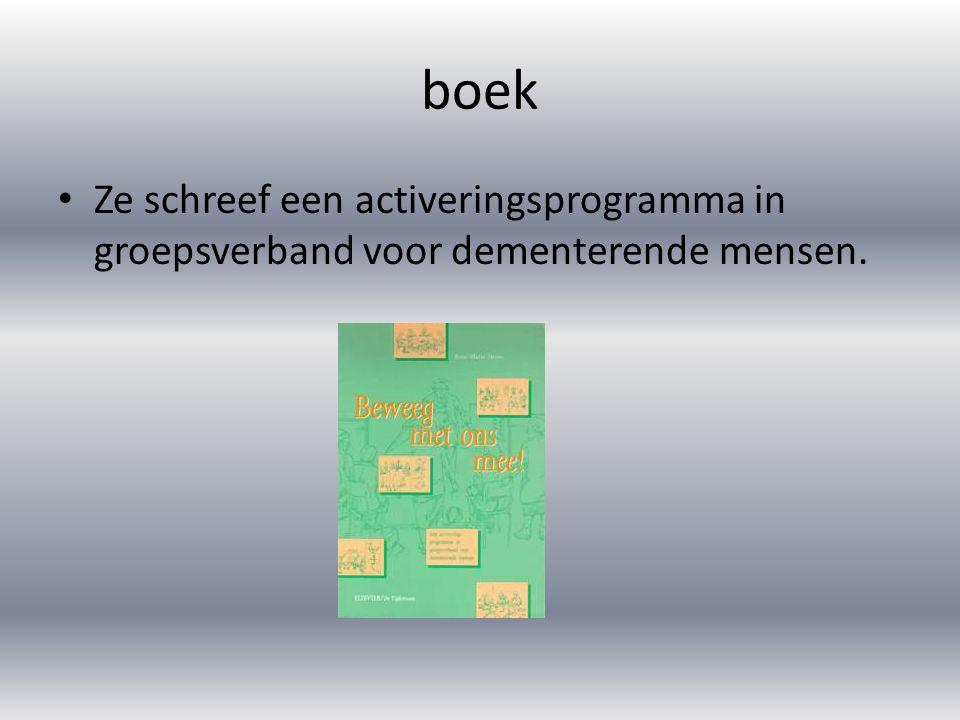 boek Ze schreef een activeringsprogramma in groepsverband voor dementerende mensen.