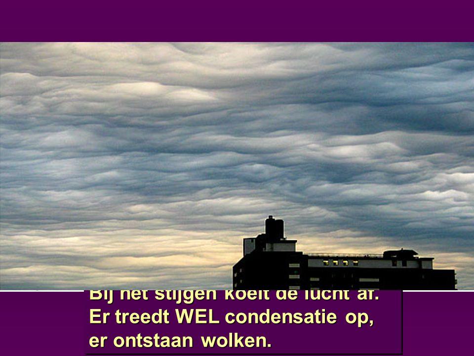 lage H L Bij het stijgen koelt de lucht af. Er treedt WEL condensatie op, er ontstaan wolken. Bij het stijgen koelt de lucht af. Er treedt WEL condens