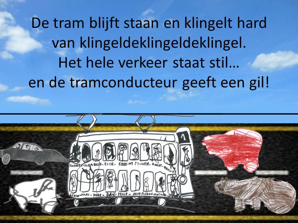 De tram blijft staan en klingelt hard van klingeldeklingeldeklingel.