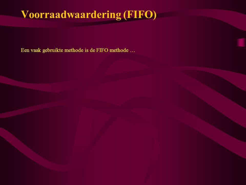 Voorraadwaardering (FIFO) Voorbeeld 2 Een onderneming heeft op 1 januari 40 gloeilampen in voorraad met een inkoopprijs van € 1,- per stuk Op 11 januari worden 50 gloeilampen ingekocht voor € 1,20 per stuk Op 25 januari worden 80 gloeilampen verkocht voor € 1,50 per stuk Bereken de brutowinst van de maand januari Oplossing Omzet - Inkoopwaarde = Brutowinst 80 x 1,50 - Bij de inkoopwaarde ontstaat er het probleem Welke inkoopprijs moet gebruikt worden .