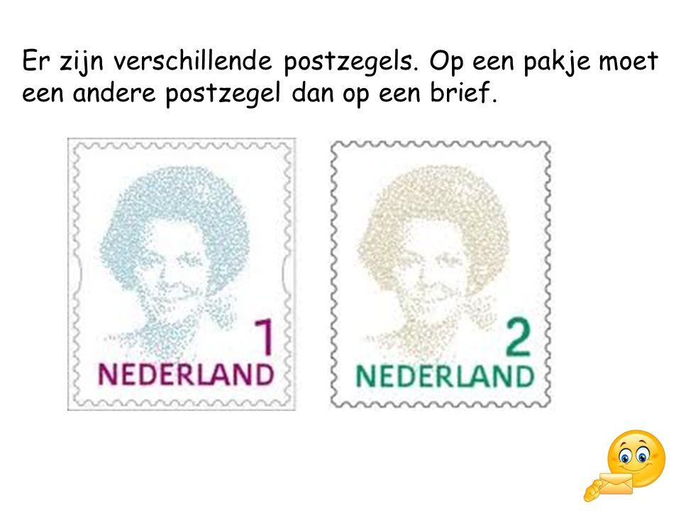 Er zijn verschillende postzegels. Op een pakje moet een andere postzegel dan op een brief.