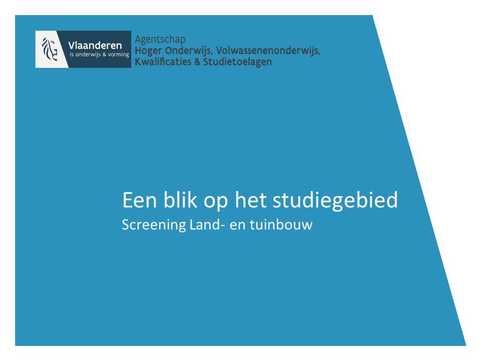 Screening Land- en tuinbouw Rationaliseren BSOTSO Specialisatiejaar Se-n-Se Agromanagement** Bloemsierkunst (20) Bosbouw en bosbeheer (16) Gespecialiseerde dierenverzorging (170) Land- en tuinbouwmechanisatie (69) Manegehouder – en rijmeester (15) Tuinaanleg en –onderhoud (140) Tuinbouwproductie (9) Veehouderij en landbouwteelten (48) Agro- en groenbeheer* (8) Agro- en groenmechanisatie* (33) 3 de graad Dierenzorg (466) Groendecoratie(30) Landbouw (214) Paardrijden en – verzorgen (49) Tuinbouw en groenvoorziening* (577) Biotechnische wetenschappen (505) Dier- en landbouwtechnische wetenschappen (534) Natuur- en groentechnische wetenschappen (96) Planttechnische wetenschappen (304) 2 de graad Paardrijden en – verzorgen (62) Plant, dier en milieu (1.196) Biotechnische wetenschappen (516) Plant-, dier-, en milieutechnieken (960) Bron: Screening Studieaanbod binnen het studiegebied Land- en tuinbouw (2015)