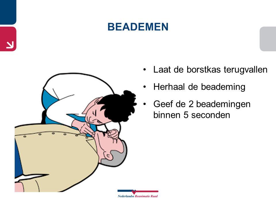Laat de borstkas terugvallen Herhaal de beademing Geef de 2 beademingen binnen 5 seconden BEADEMEN