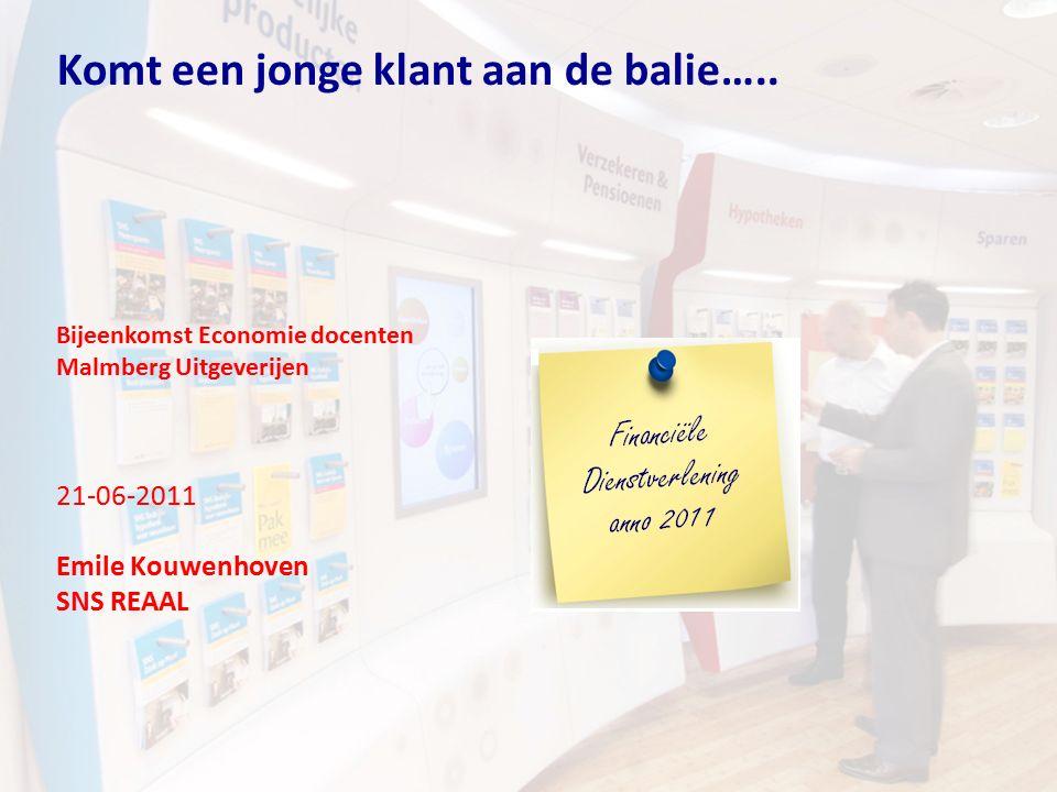 Komt een jonge klant aan de balie….. Bijeenkomst Economie docenten Malmberg Uitgeverijen 21-06-2011 Emile Kouwenhoven SNS REAAL