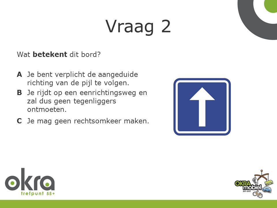 Vraag 3 Je steekt de rijweg over op een zebrapad.De tram komt aangereden.