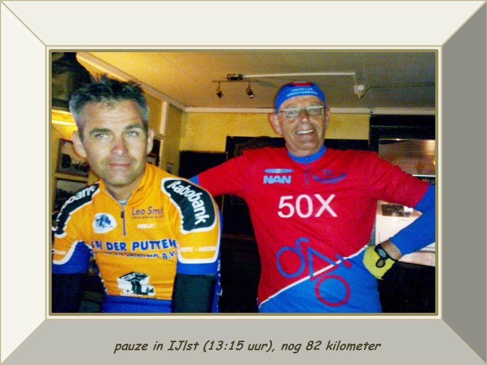 pauze in IJlst (13:15 uur), nog 82 kilometer