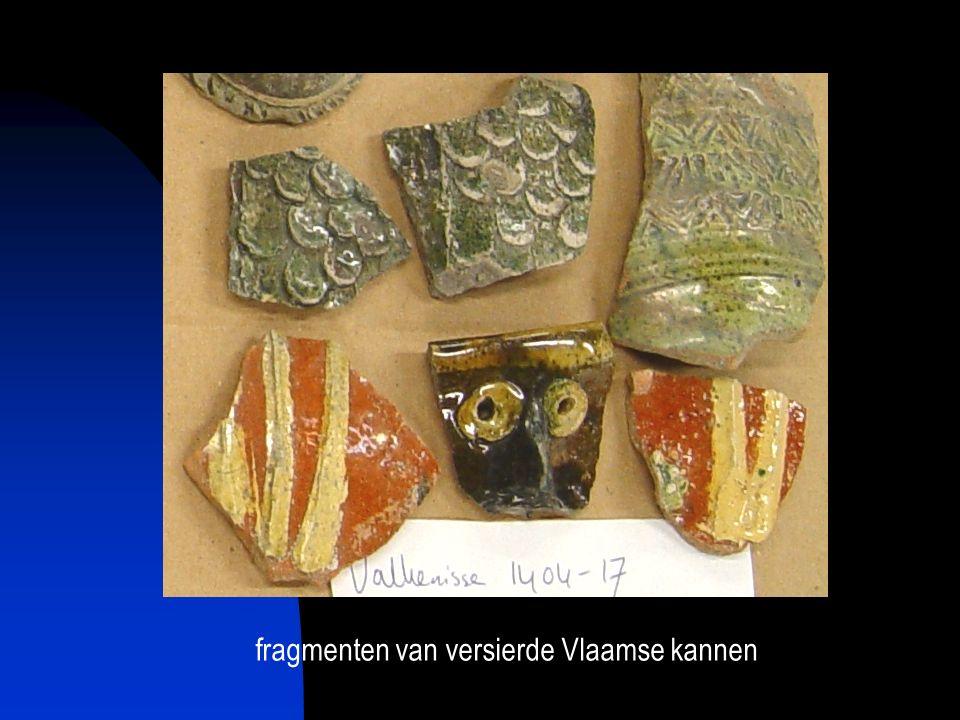 fragmenten van versierde Vlaamse kannen