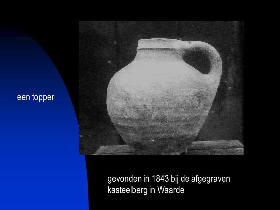 gevonden in 1843 bij de afgegraven kasteelberg in Waarde een topper