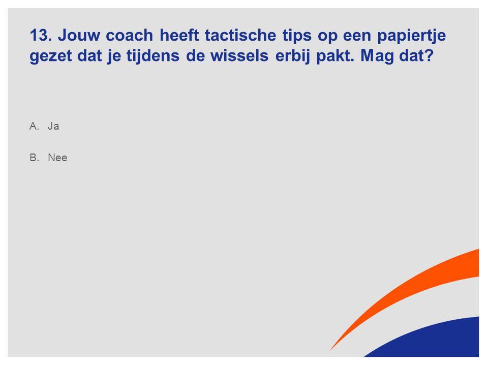 13. Jouw coach heeft tactische tips op een papiertje gezet dat je tijdens de wissels erbij pakt.