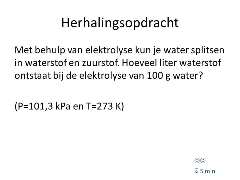 Herhalingsopdracht Met behulp van elektrolyse kun je water splitsen in waterstof en zuurstof. Hoeveel liter waterstof ontstaat bij de elektrolyse van