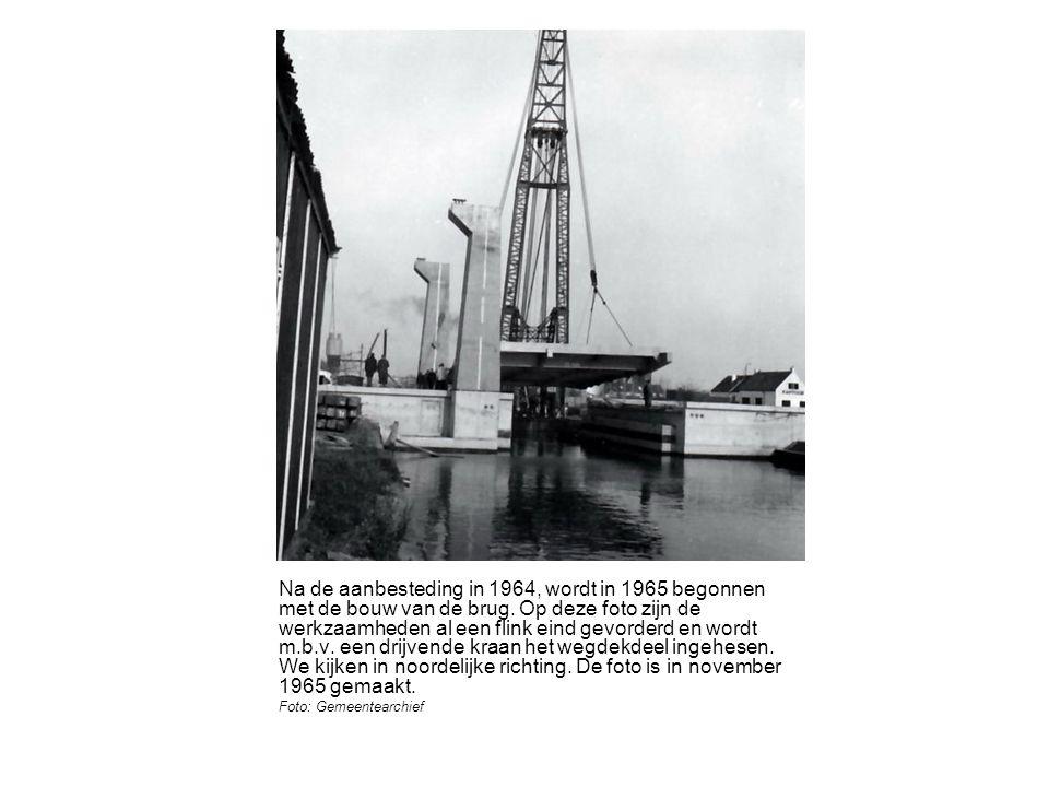 Na de aanbesteding in 1964, wordt in 1965 begonnen met de bouw van de brug.