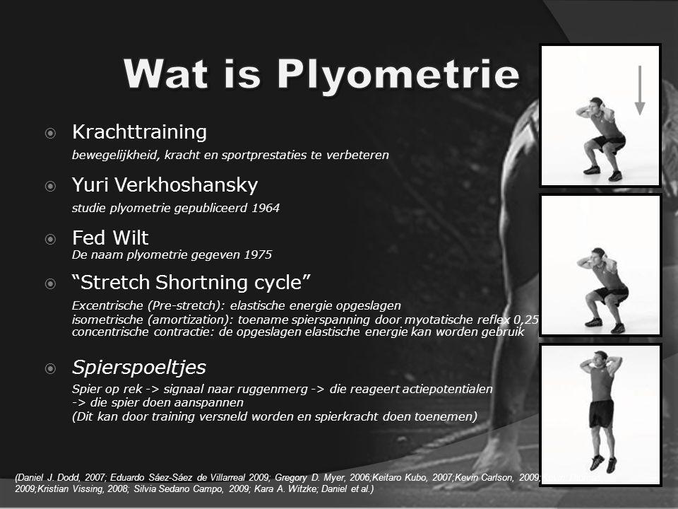  Krachttraining bewegelijkheid, kracht en sportprestaties te verbeteren  Yuri Verkhoshansky studie plyometrie gepubliceerd 1964  Fed Wilt De naam plyometrie gegeven 1975  Stretch Shortning cycle Excentrische (Pre-stretch): elastische energie opgeslagen isometrische (amortization): toename spierspanning door myotatische reflex 0,25 concentrische contractie: de opgeslagen elastische energie kan worden gebruik  Spierspoeltjes Spier op rek -> signaal naar ruggenmerg -> die reageert actiepotentialen -> die spier doen aanspannen (Dit kan door training versneld worden en spierkracht doen toenemen) (Daniel J.