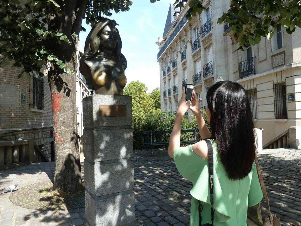 Dit is het standbeeld van Dalida...Dalida was een zeer bekende zangeres die zelfmoord heeft gepleegd.