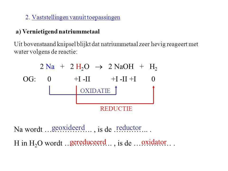 2. Vaststellingen vanuit toepassingen a) Vernietigend natriummetaal Uit bovenstaand knipsel blijkt dat natriummetaal zeer hevig reageert met water vol