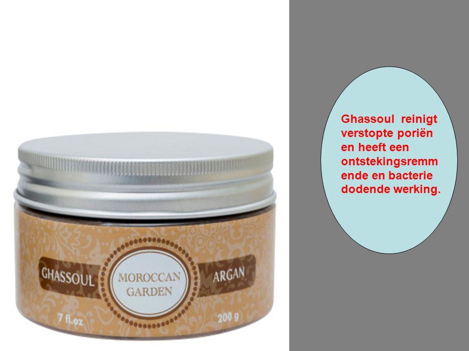 Ghassoul reinigt verstopte poriën en heeft een ontstekingsremm ende en bacterie dodende werking.