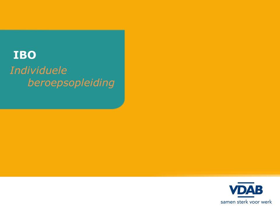 DE IBO Individuele beroepsopleiding Individuele Beroepsopleiding in de Onderneming: - opleiding van de CURSIST in de onderneming - TRAINING en BEGELEIDING door de onderneming - op MAAT van cursist en onderneming - op basis van een OPLEIDINGSPROGRAMMA van werkgever - in BEROEP waarin cursist zal worden tewerkgesteld - TEWERKSTELLING in de onderneming na de opleiding