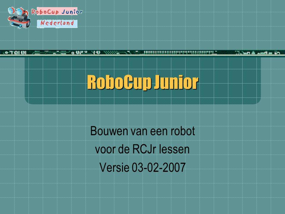 Introductie Met dit ontwerp kunnen drie verschillende versies worden gebouwd: RoboDance robot RoboRescue robot RoboSoccer robot Bouw eerst de basisrobot Voeg daarna extra sensoren toe voor de betreffende wedstrijd