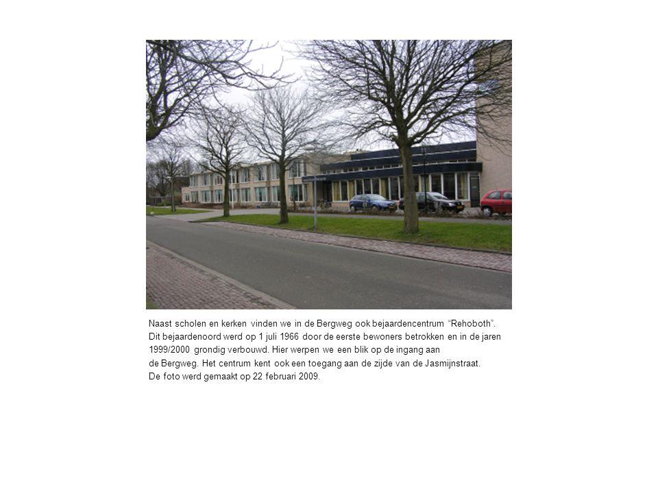 Naast scholen en kerken vinden we in de Bergweg ook bejaardencentrum Rehoboth .