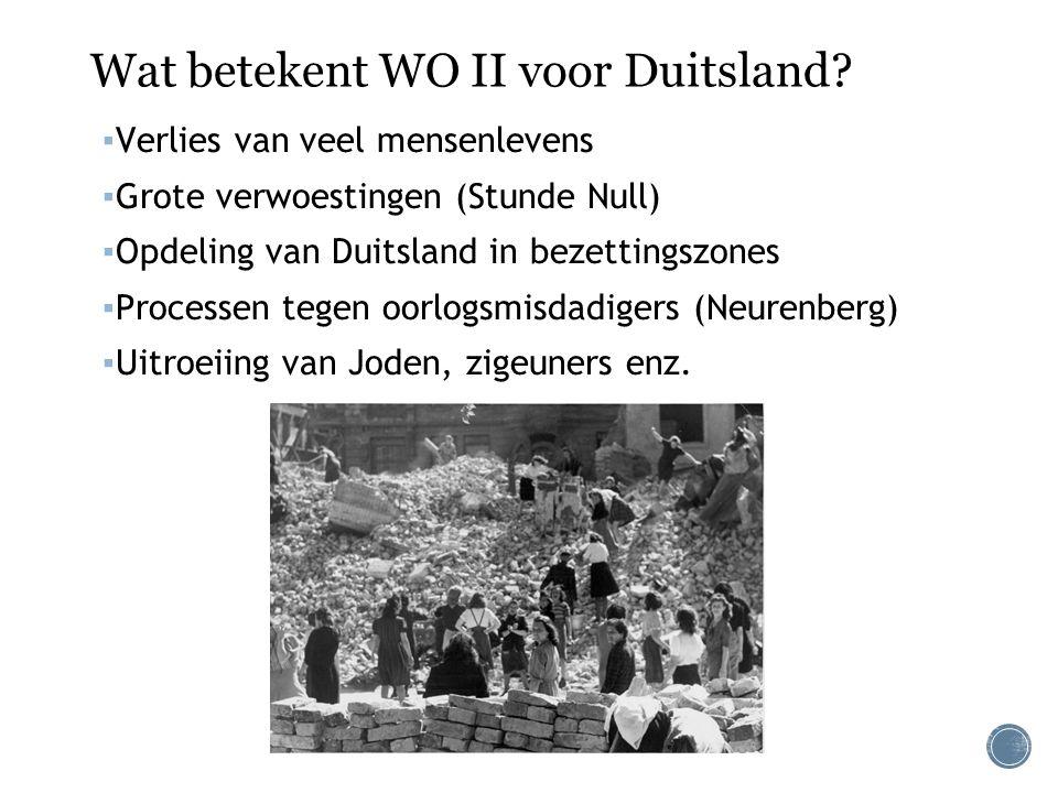 Wat betekent WO II voor Duitsland? ▪ Verlies van veel mensenlevens ▪ Grote verwoestingen (Stunde Null) ▪ Opdeling van Duitsland in bezettingszones ▪ P