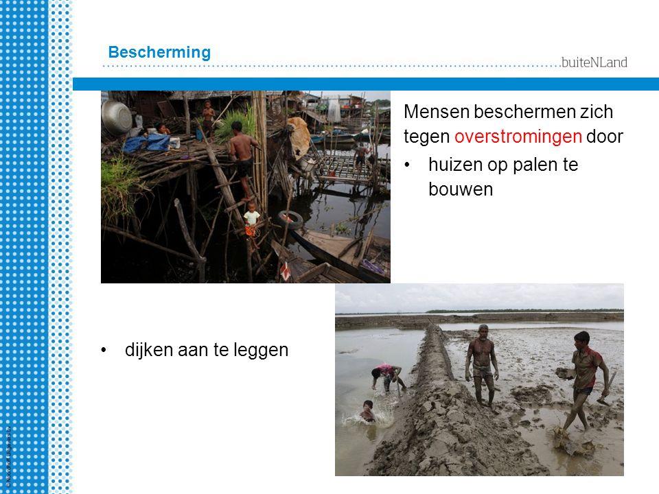 Bescherming Mensen beschermen zich tegen overstromingen door huizen op palen te bouwen dijken aan te leggen