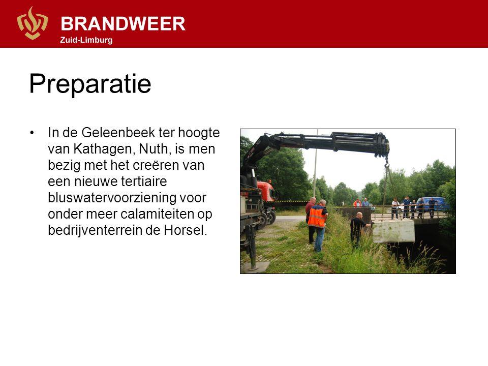 Preparatie In de Geleenbeek ter hoogte van Kathagen, Nuth, is men bezig met het creëren van een nieuwe tertiaire bluswatervoorziening voor onder meer calamiteiten op bedrijventerrein de Horsel.