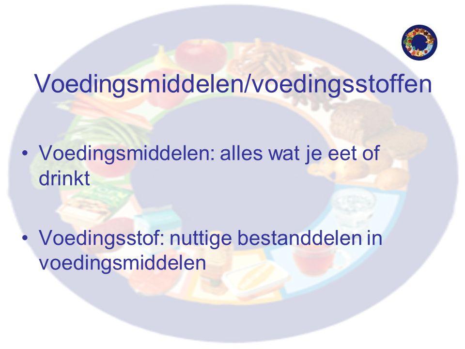 Voedingsmiddelen/voedingsstoffen Voedingsmiddelen: alles wat je eet of drinkt Voedingsstof: nuttige bestanddelen in voedingsmiddelen