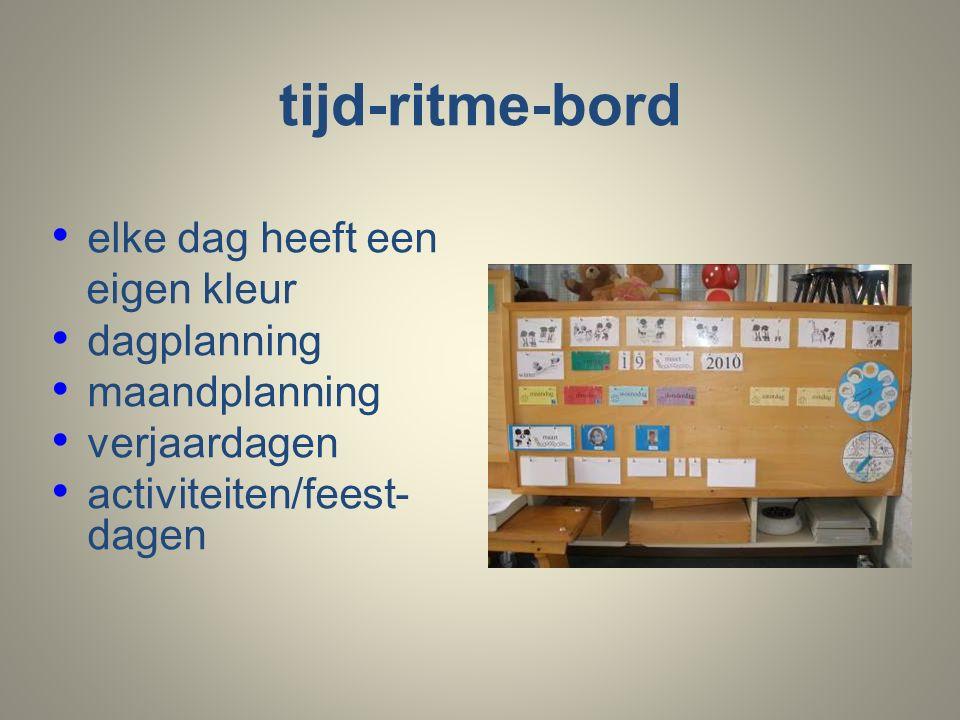tijd-ritme-bord elke dag heeft een eigen kleur dagplanning maandplanning verjaardagen activiteiten/feest- dagen