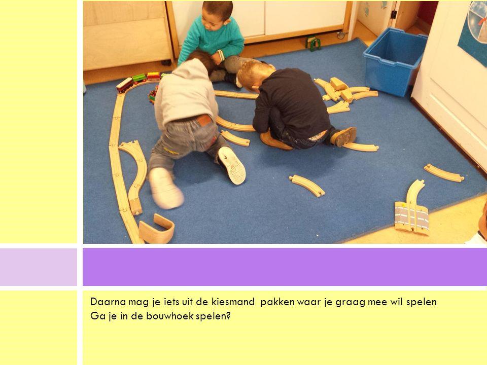 Daarna mag je iets uit de kiesmand pakken waar je graag mee wil spelen Ga je in de bouwhoek spelen?.