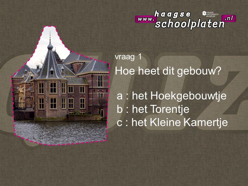 vraag 2 En hoe heet dit gebouw? a : Grote Kerk b : Ridderzaal c : Vroom & Dreesmann