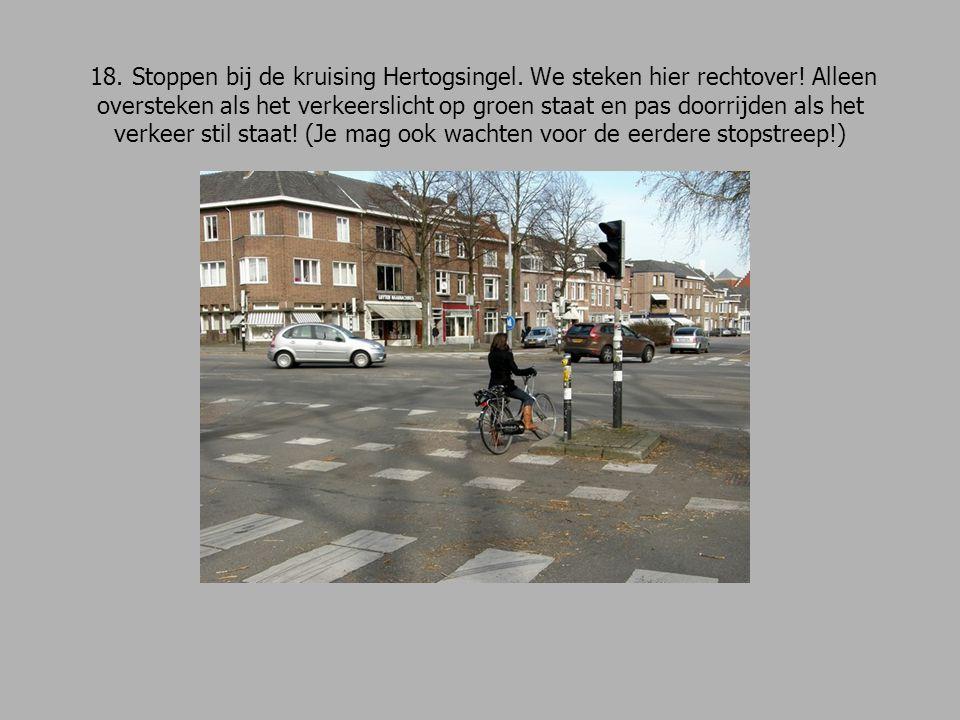 18. Stoppen bij de kruising Hertogsingel. We steken hier rechtover.