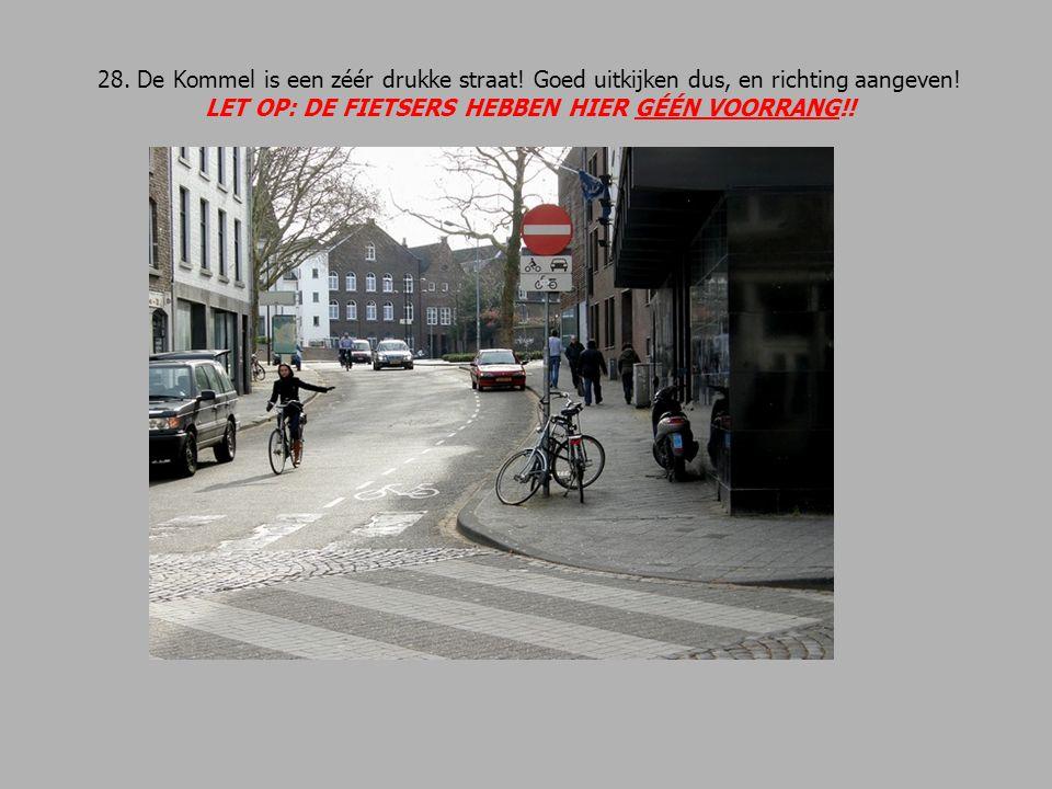 28. De Kommel is een zéér drukke straat. Goed uitkijken dus, en richting aangeven.