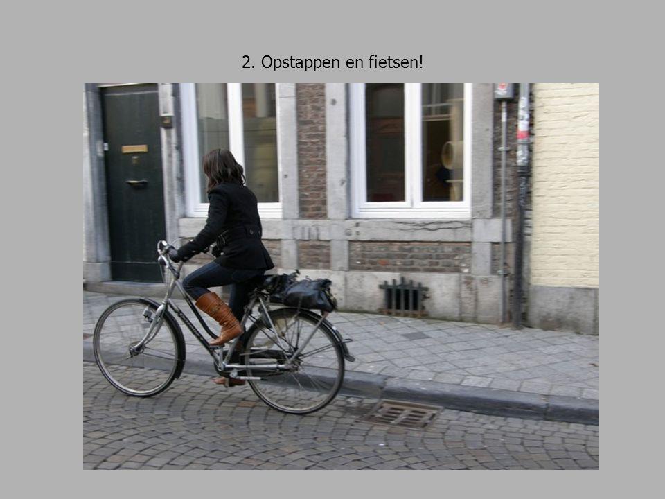 13. Waar moet je hier goed opletten? Je fietst nog steeds rechtdoor.