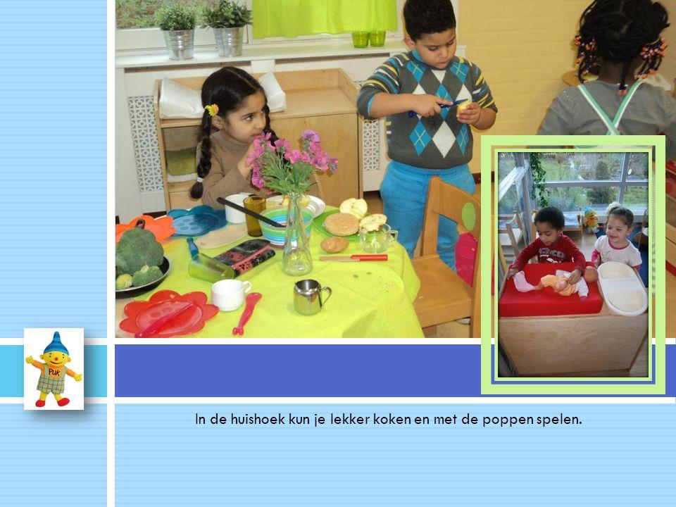 In de huishoek kun je lekker koken en met de poppen spelen...