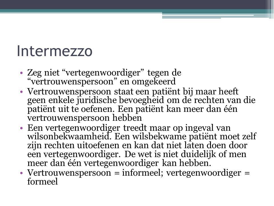 """Intermezzo Zeg niet """"vertegenwoordiger"""" tegen de """"vertrouwenspersoon"""" en omgekeerd Vertrouwenspersoon staat een patiënt bij maar heeft geen enkele jur"""