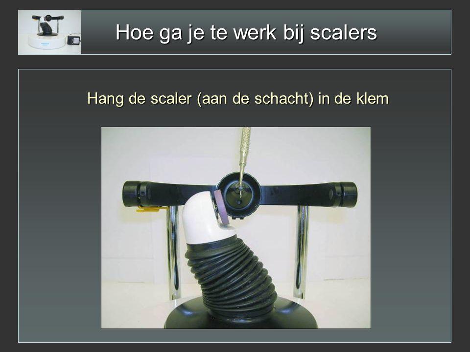Hoe ga je te werk bij scalers Hang de scaler (aan de schacht) in de klem
