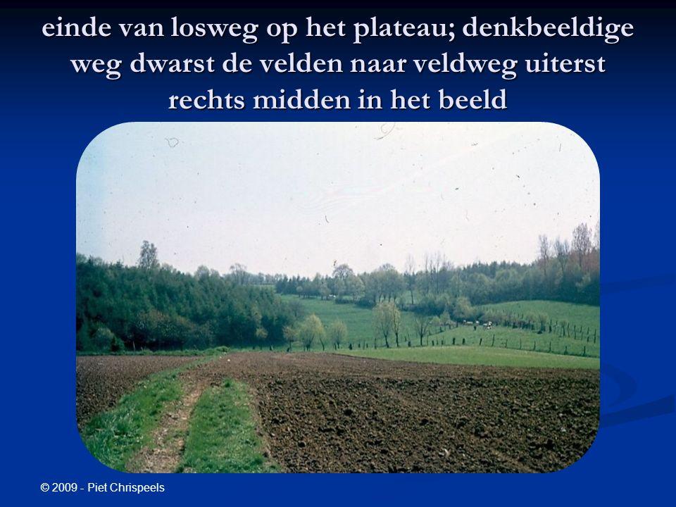 © 2009 - Piet Chrispeels einde van losweg op het plateau; denkbeeldige weg dwarst de velden naar veldweg uiterst rechts midden in het beeld