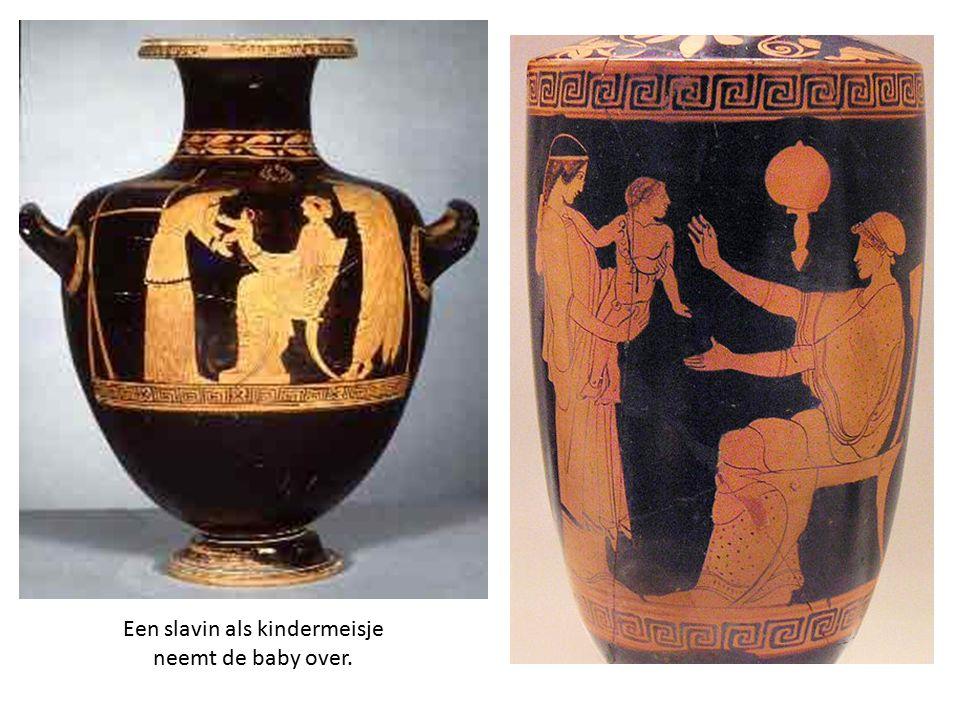 Een slavin als kindermeisje neemt de baby over.