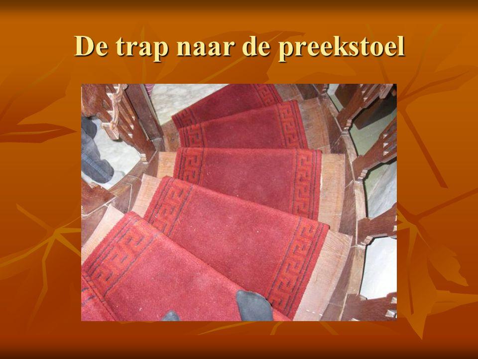 De trap naar de preekstoel